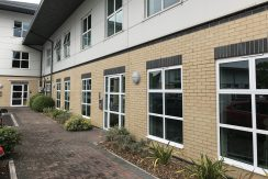 SERVICED OFFICES / STUDIO TO LET