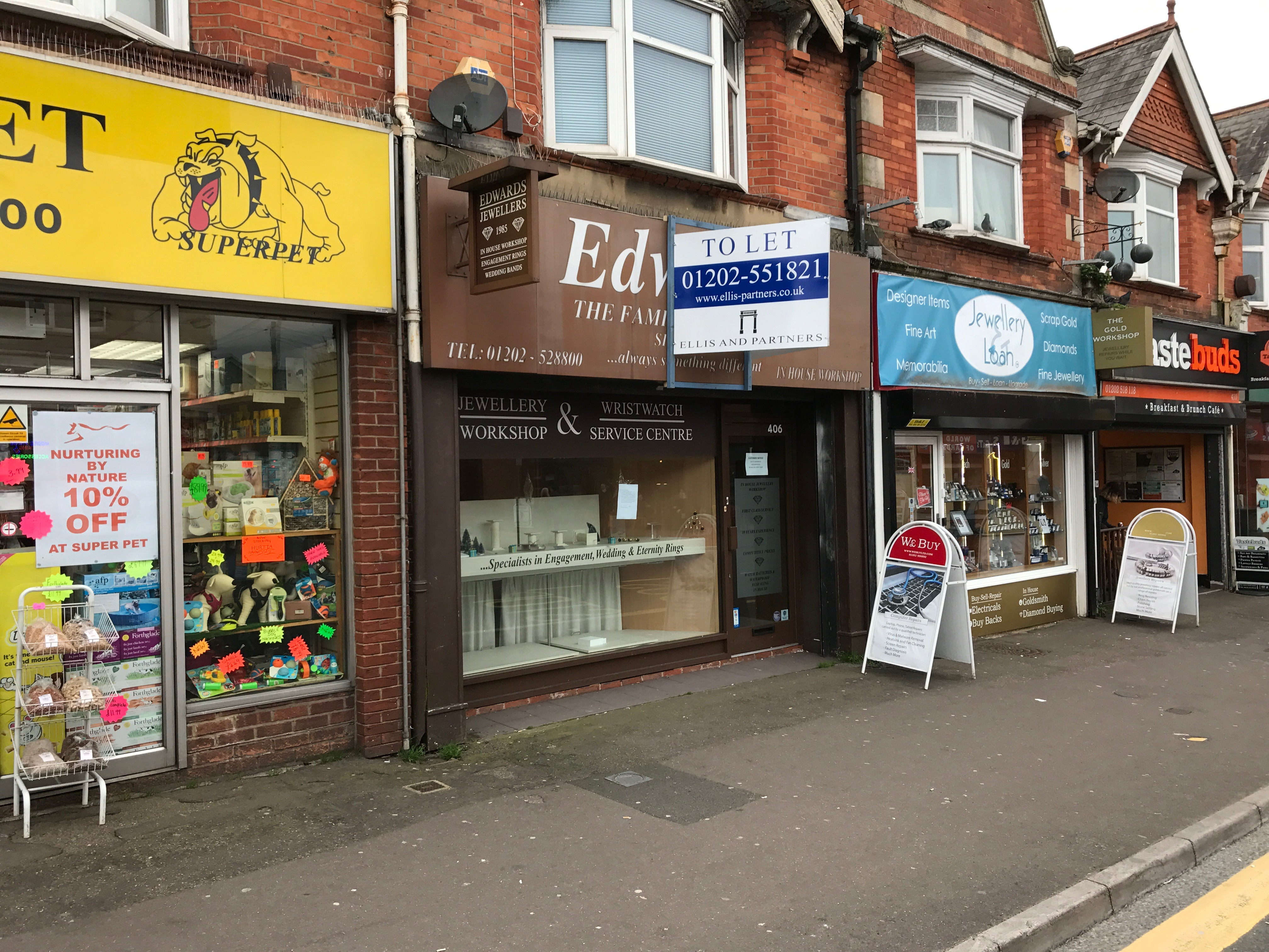 Lock Up Shop with Accommodation To Let