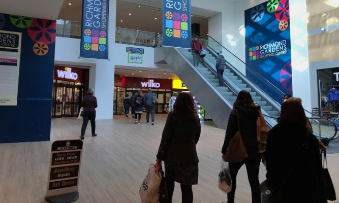 LARGE RETAIL AND LEISURE PREMISES IN PRIME SHOPPING CENTRE