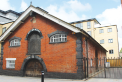 RARE CHARACTER BUILDING TO LET