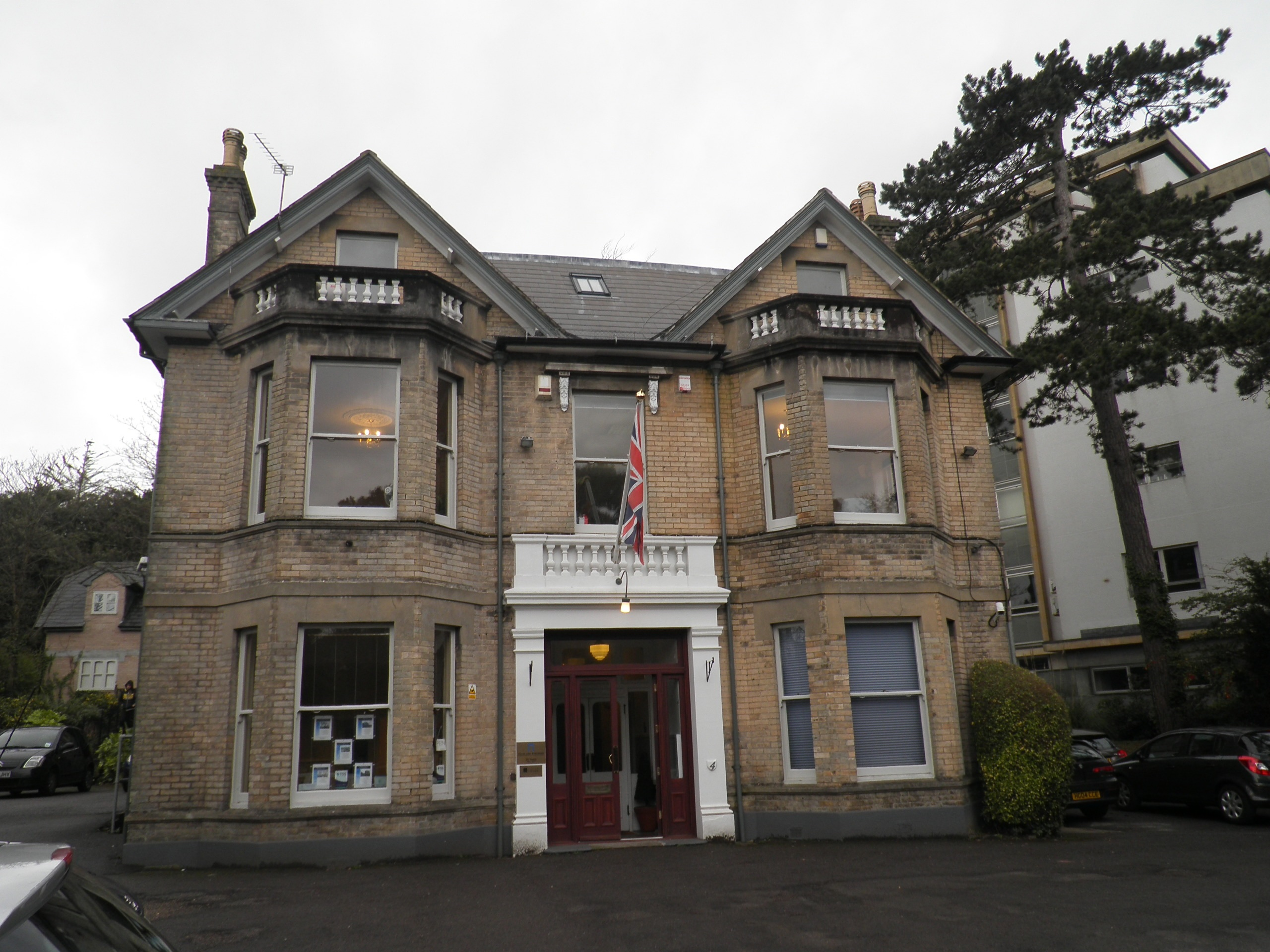 FULLY SERVICED TOWN CENTRE OFFICES