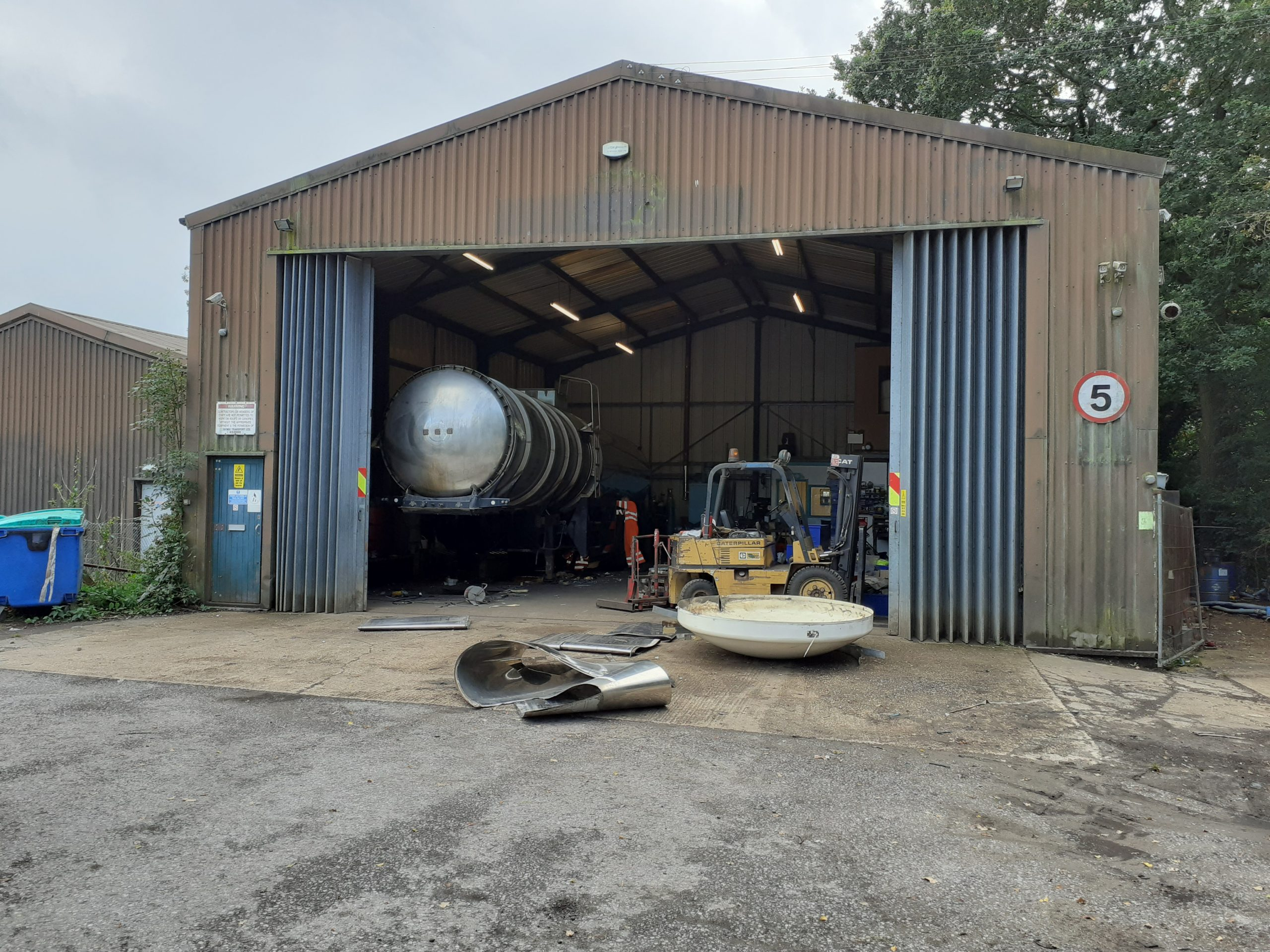 INDUSTRIAL WORKSHOP AND YARD